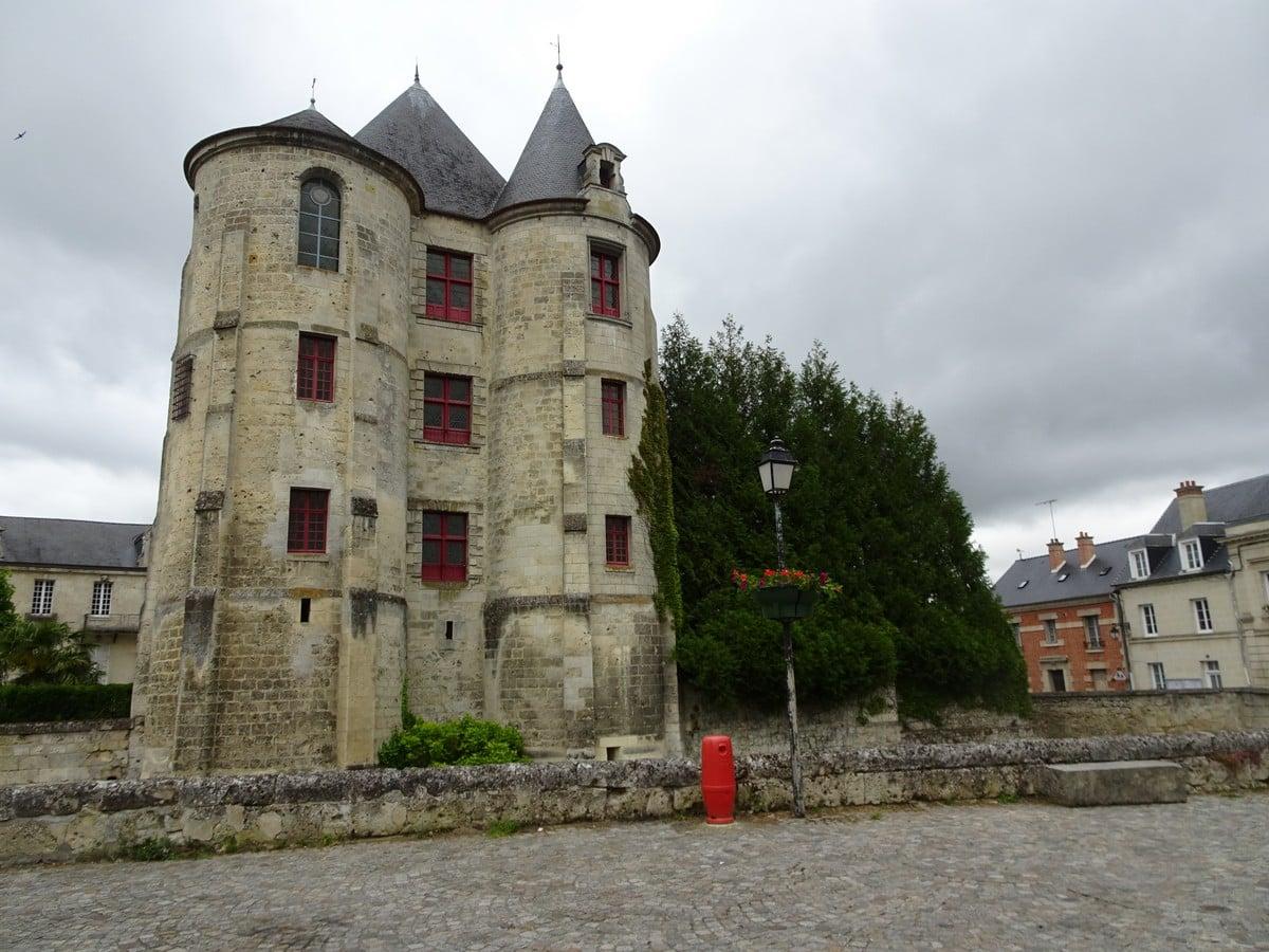 le donjon de Vic-sur-Aisne