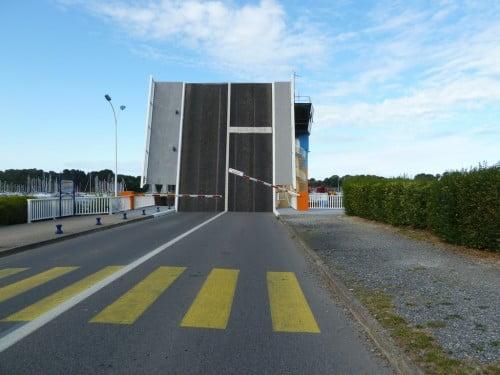 Pont Levant sur la Vilaine (écluse du barrage d'Arzal)